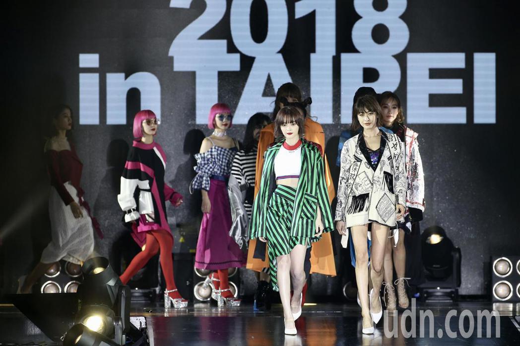 2018亞洲時尚大賞在台北中正紀念堂登場,來自多國的模特兒走秀表演。記者林伯東/...