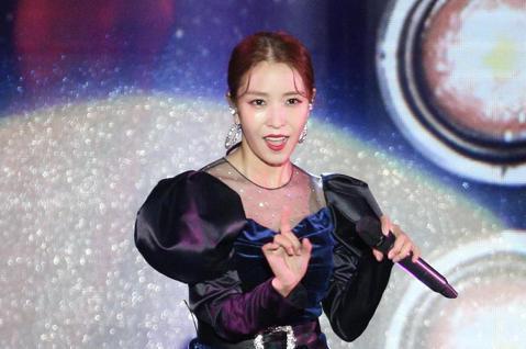 2018亞洲時尚大賞在台北中正紀念堂登場,韓國天后BoA寶兒性感演出。