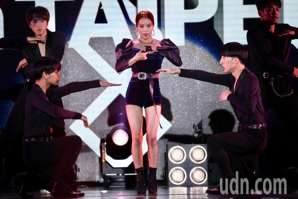 寶兒勁歌熱舞。記者林伯東╱攝影