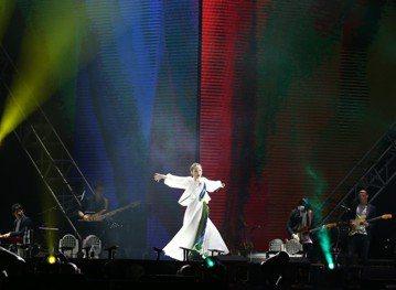 徐佳瑩今年抱回金曲歌后,接著完成婚姻大事,今在小巨蛋舉辦「2018是日救星旗艦返航版」演唱會,請到「金曲組合」頑童MJ116助陣,雙金搭檔讓1.1萬名觀眾響起震耳欲聾的尖叫聲。雙方初次合作,練團時靈...