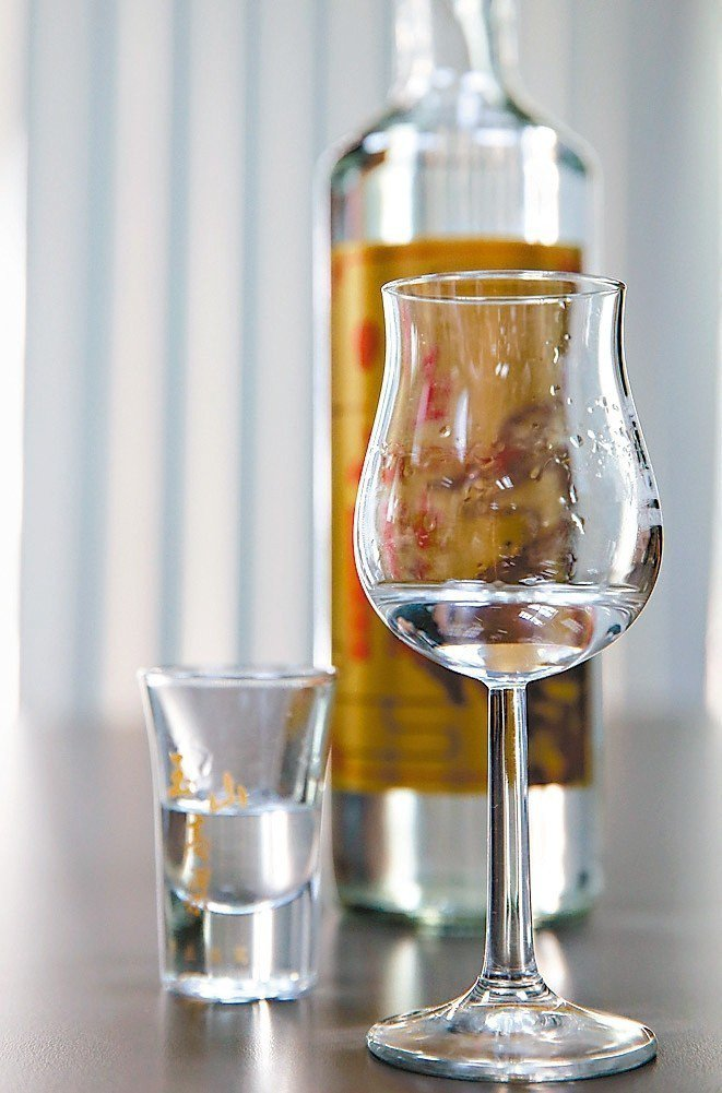 不同杯子創造不同口感與香味。 攝影╱鄭清元‧王騰毅
