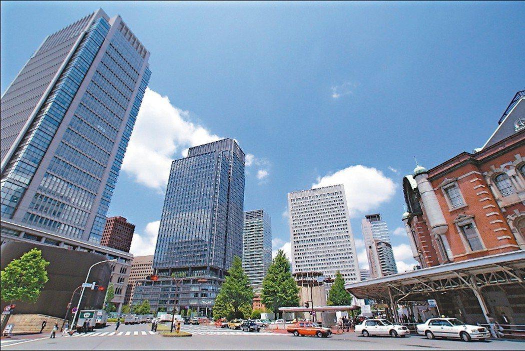 日本皇室居住在東京千代田的皇居,緊鄰皇居旁邊的千鳥之淵旁,就是日本當地富裕階級夢...