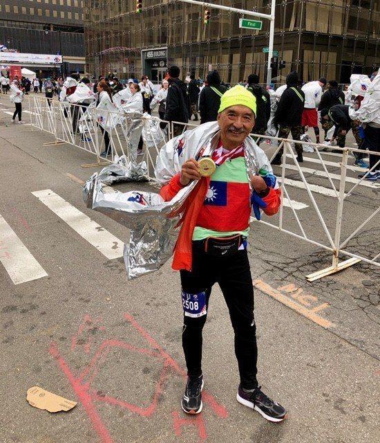 越跑越有勁!68歲于大濰跑遍世界。