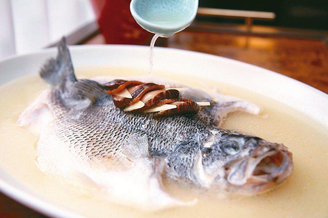 女兒紅雞汁鮮魚 君悅飯店/提供