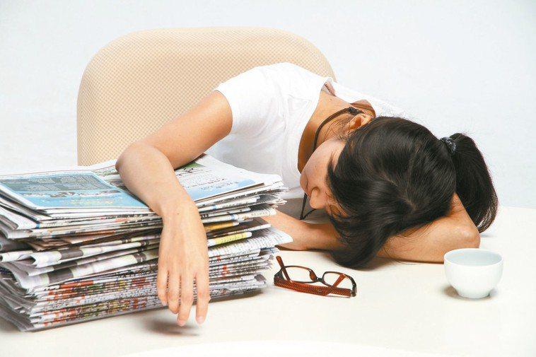 疲勞、睡眠不足示意圖。 報系資料照
