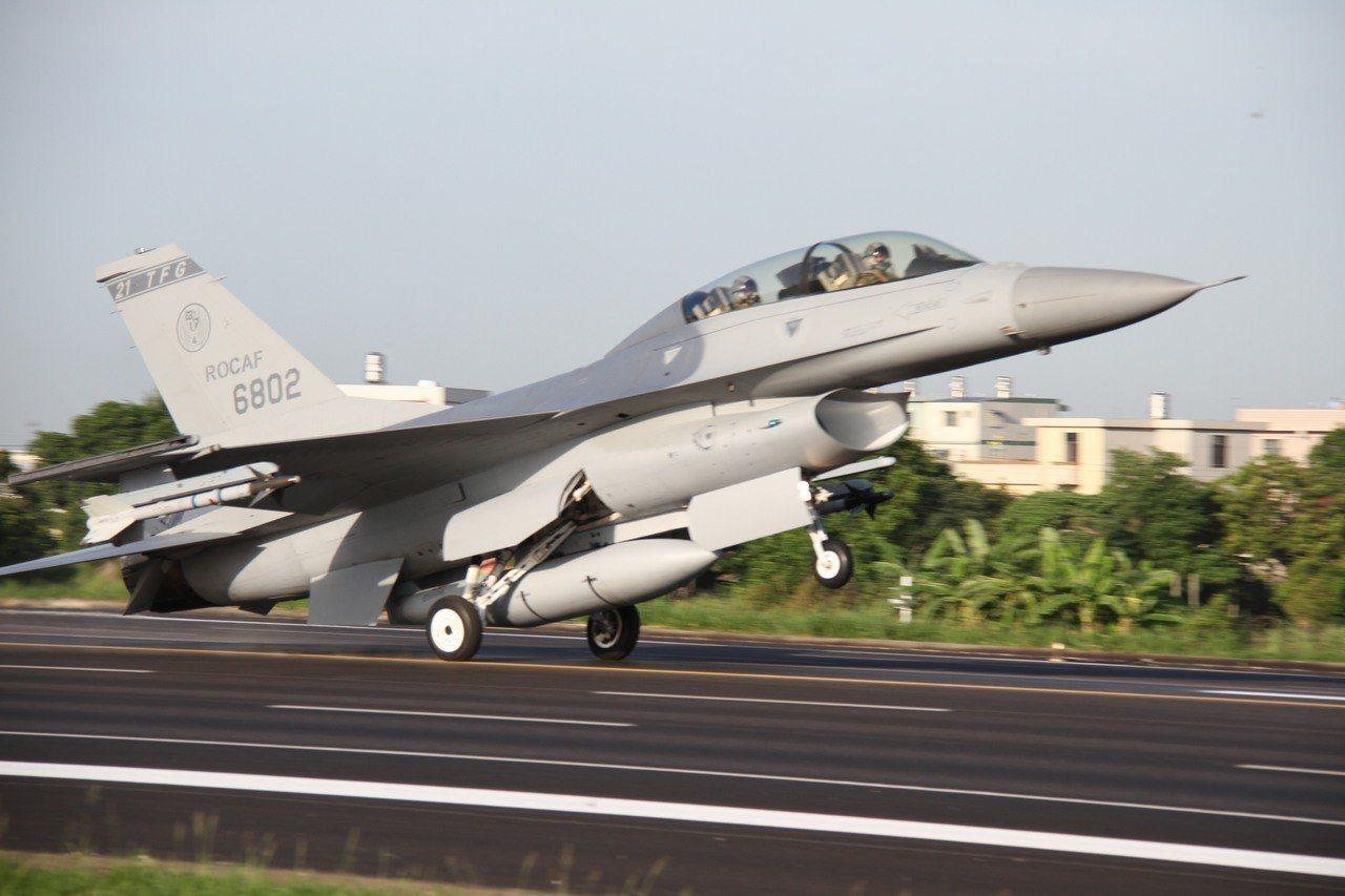 軍事專家表示,國軍採購66架F-16V,對空軍的整體後勤、訓練、戰術等,都可比照...