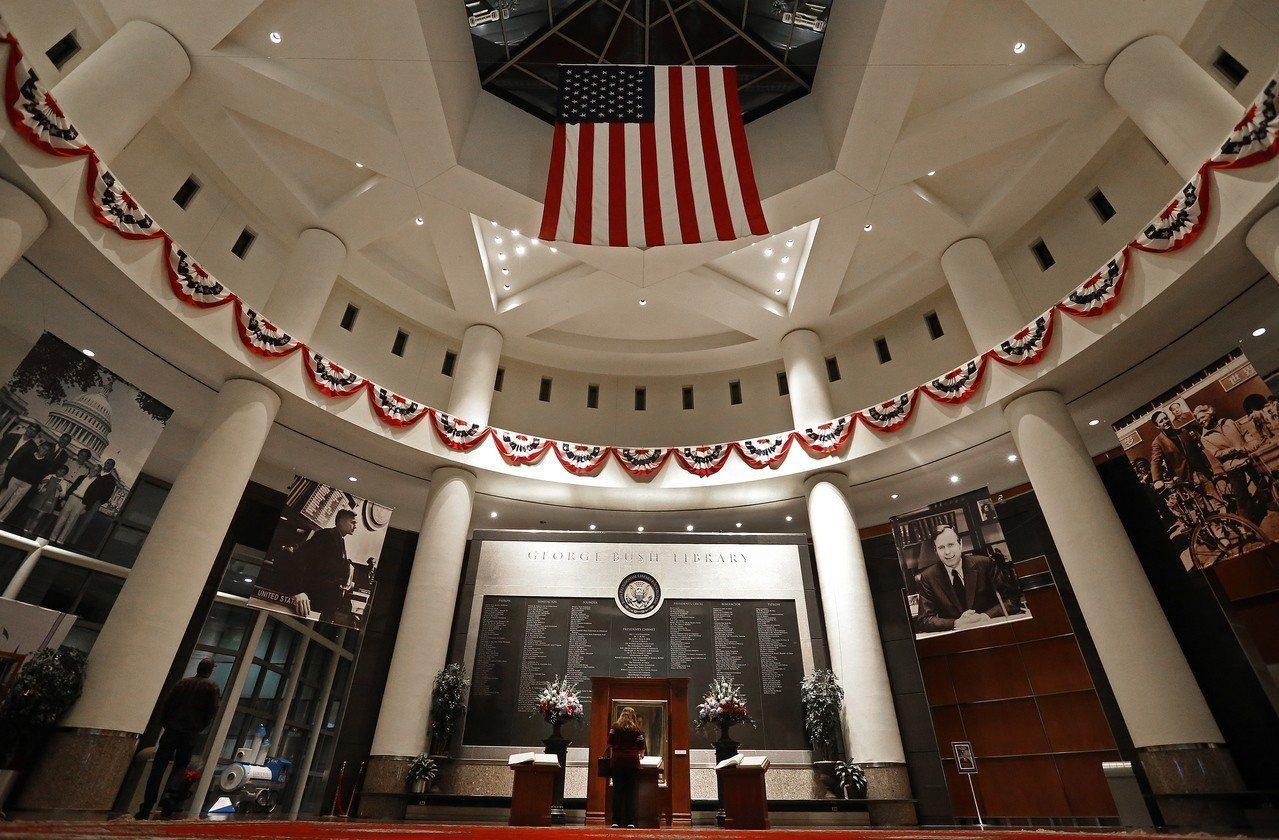 美國將派遣「空軍一號」專機到德州將已故前總統老布希(George H. W. B...