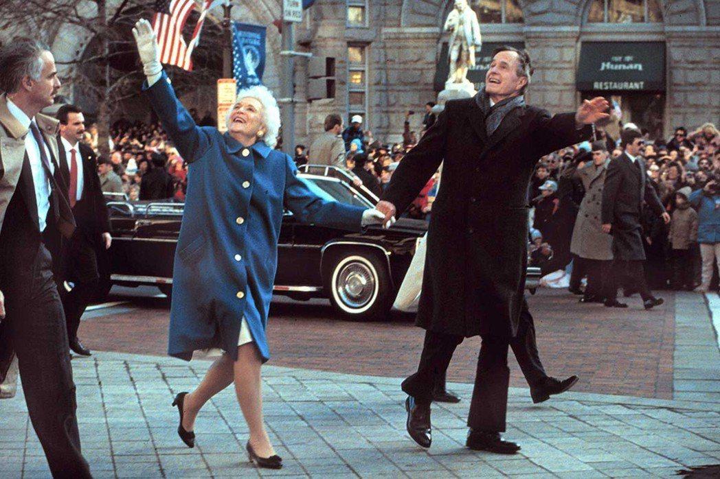 喬治與芭芭拉布希夫婦結褵73年,他們的婚姻是美國史上最長的總統婚姻。 圖/白宮