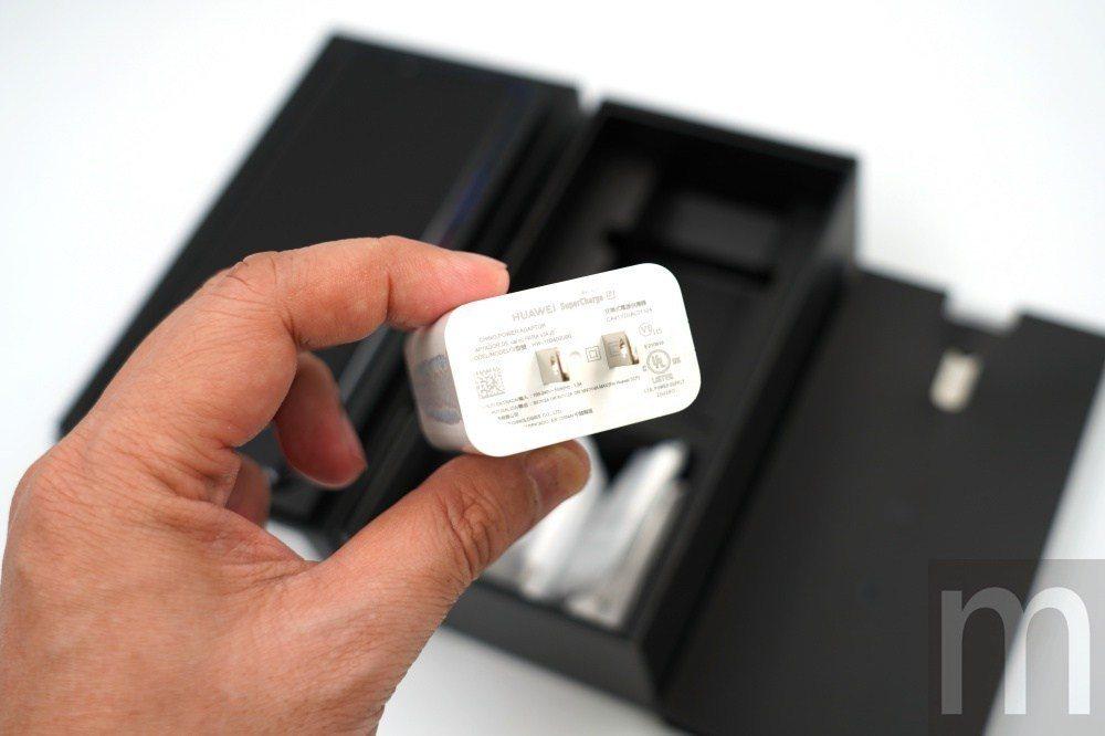 支援快充的USB充電器
