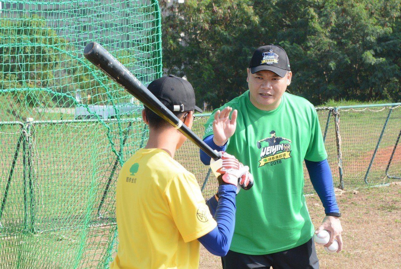 前職棒球員、現知名球評潘忠韋,受邀擔任今年陳偉殷訓練營教練。記者蘇志畬/攝影