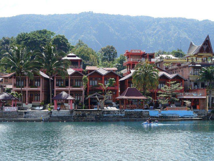 島上特色度假村林立。圖/記者張芳瑜攝影