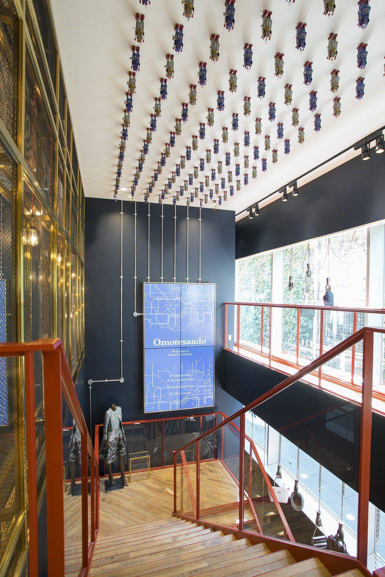 隨處可見的復古風機器人造型多變,並搭配電路板牆面、銅與鋼製的陳列架等打造出一個宛...