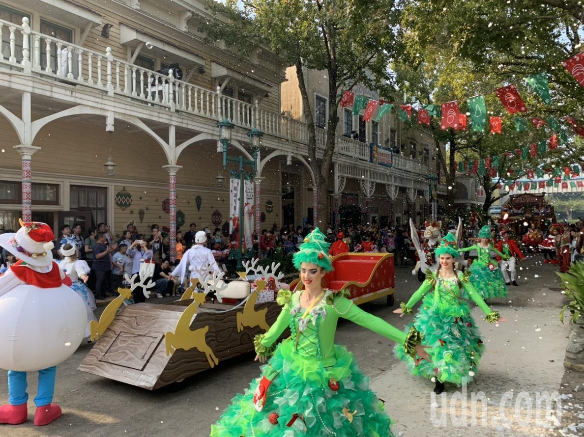 最受遊客期待的遊行活動,今年以「哈妮的星願」為主題,有精靈翩翩起舞,讓遊客體驗如...