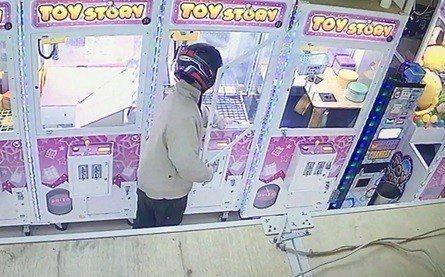 台中警方查獲夾娃娃機竊案。記者游振昇/翻攝