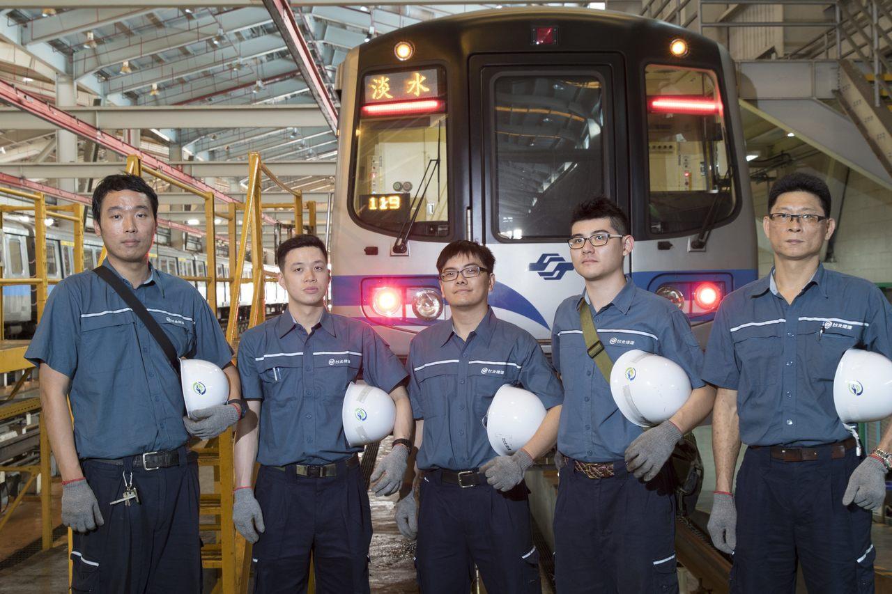 台北捷運公司因應捷運環狀線第一階段營運通車,網站公告招募運務、維修、資訊、運輸規...