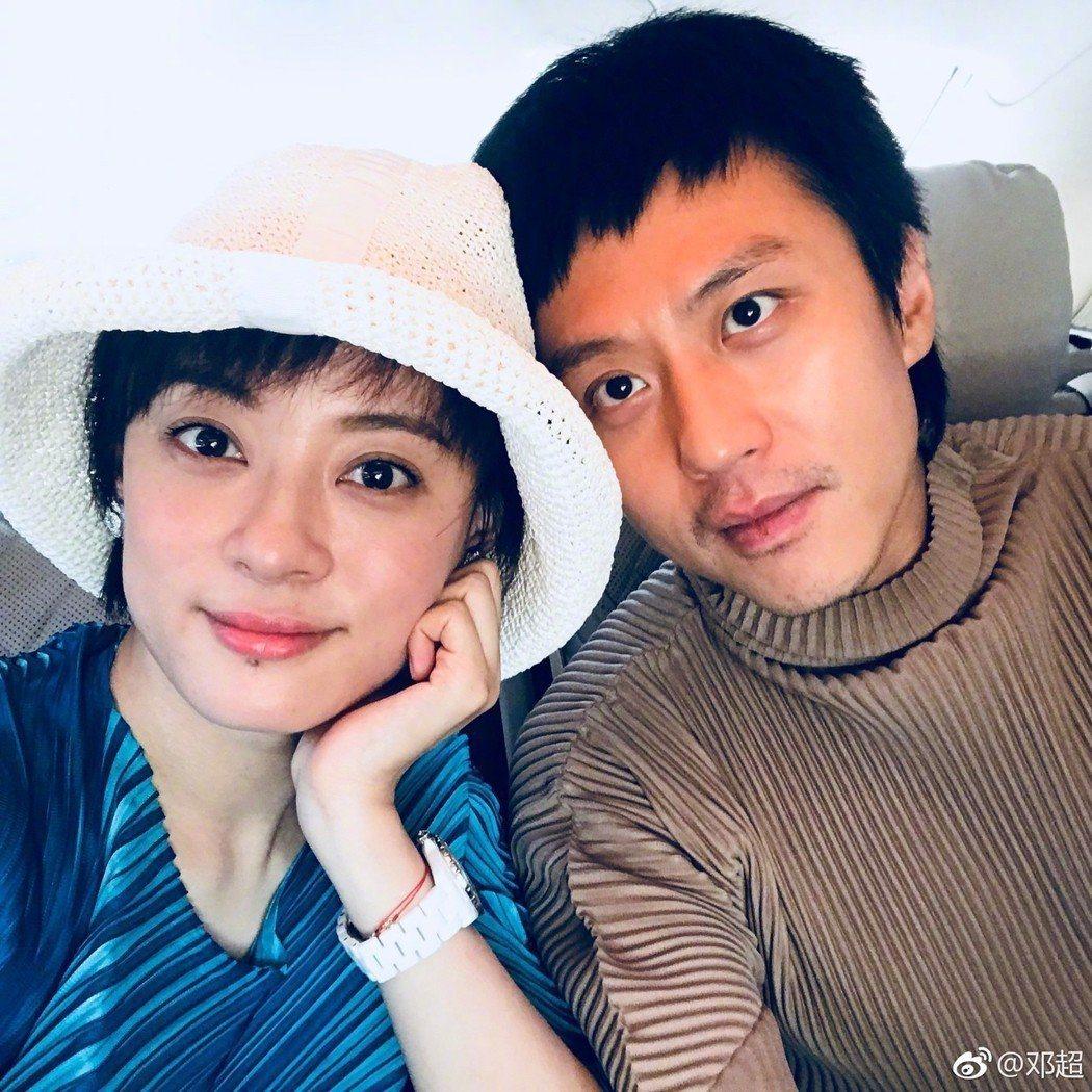 孫儷(左)和鄧超被爆補稅11億。圖/擷自鄧超微博