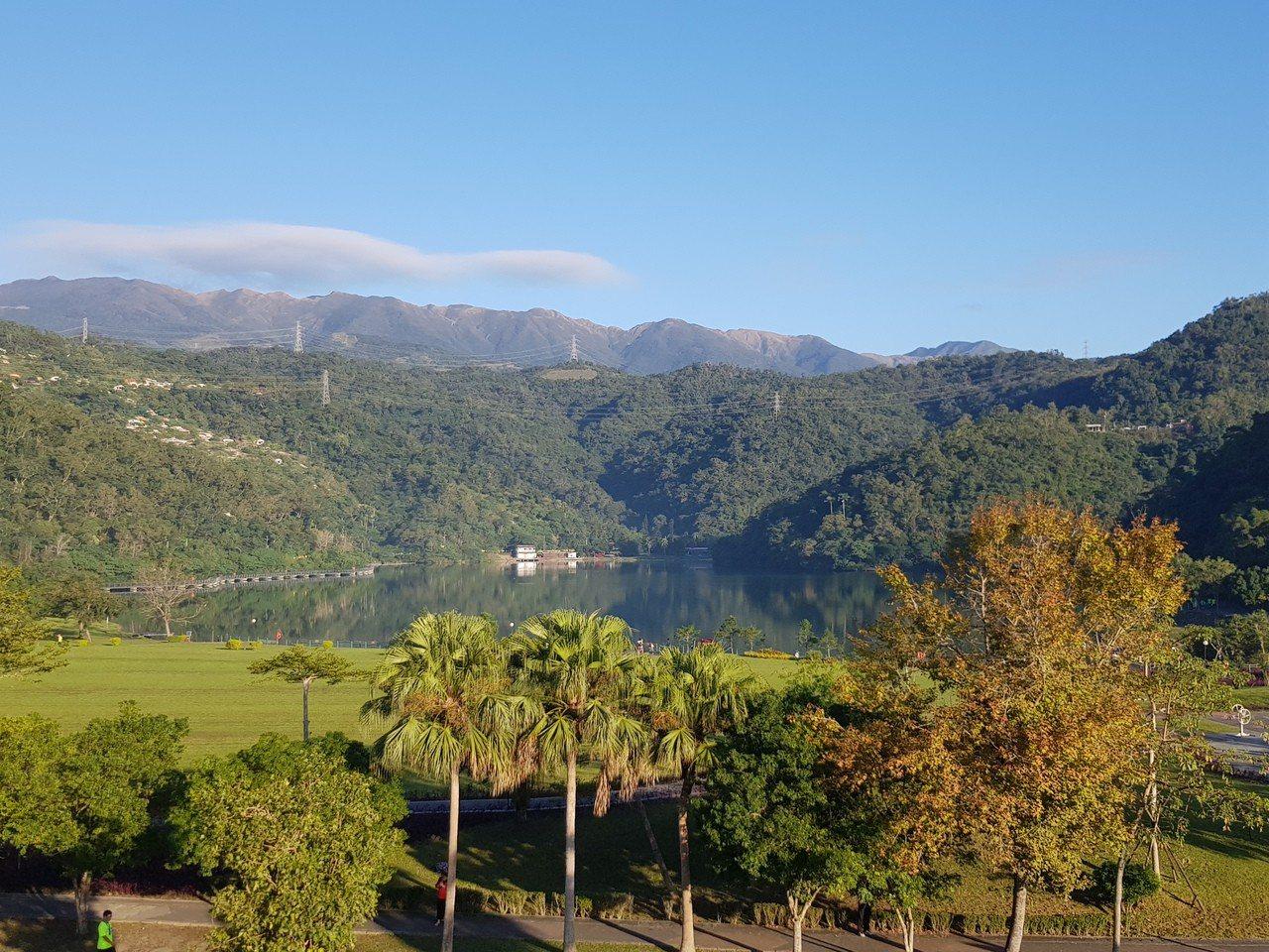 台化宜蘭廠位在宜蘭地區最大天然湖泊「龍潭湖」畔、景色悠美。(記者曾仁凱/攝影)