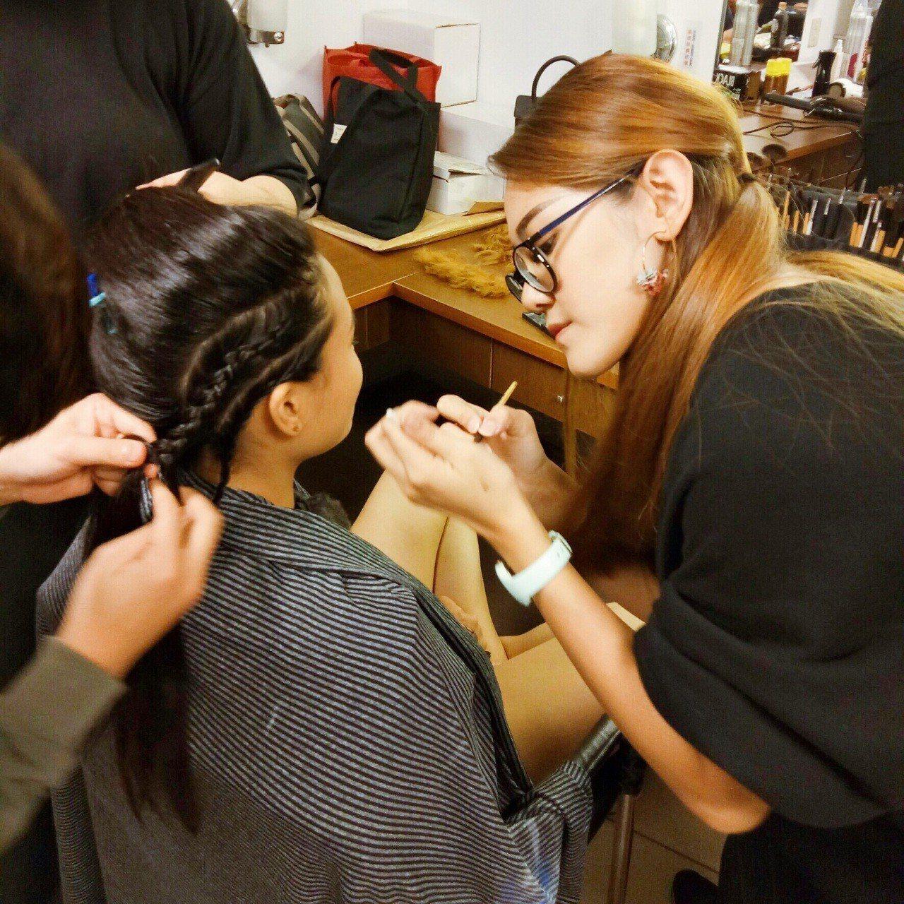 玄奘大學時尚設計學系師生參與《悟空》的服裝與彩妝造型設計。圖/玄奘大學提供
