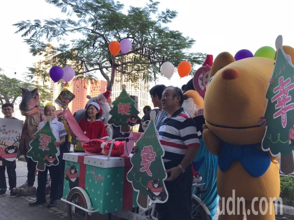 高雄市政府觀光局主辦的「2018高雄耶誕愛幸福」即日起到明年1月1日連續32天在...