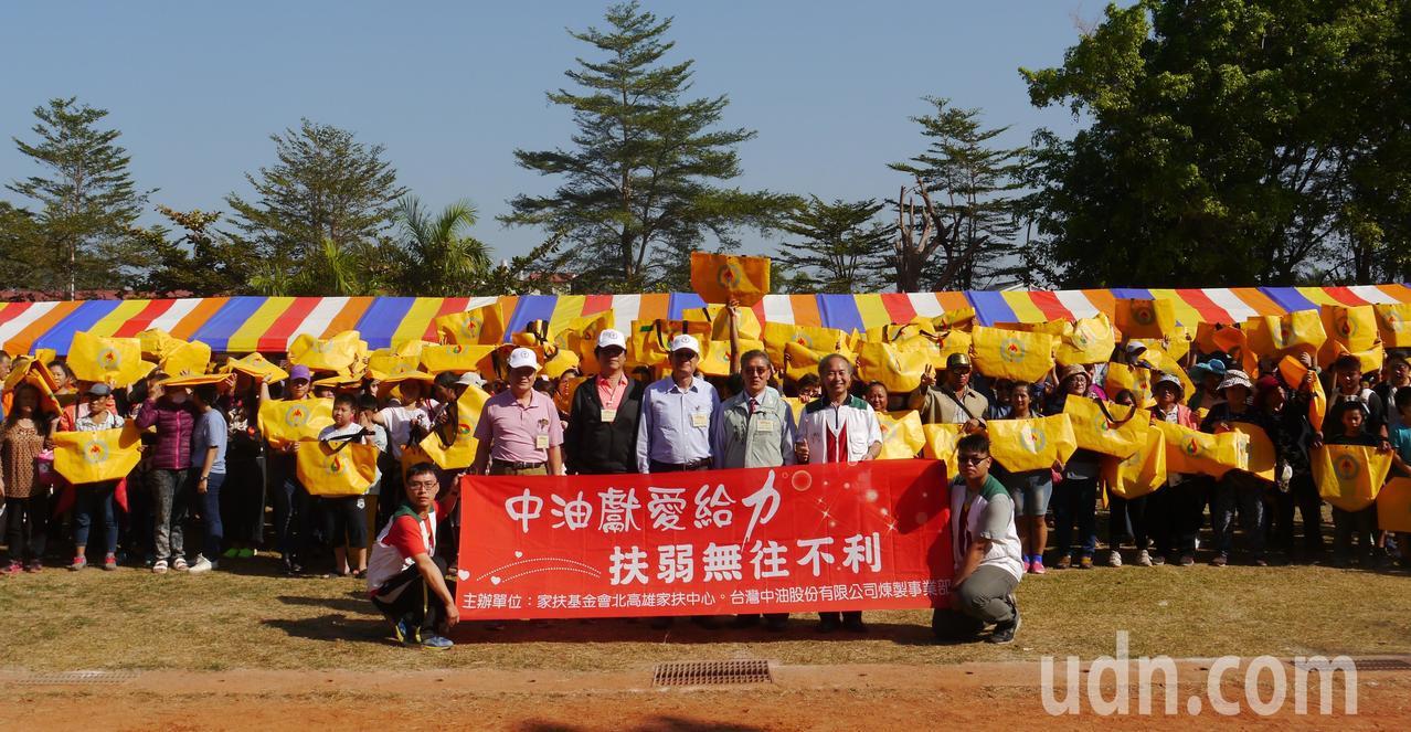 北高雄家扶中心準備2750份愛心禮物贈送扶助家庭。記者徐白櫻/攝影