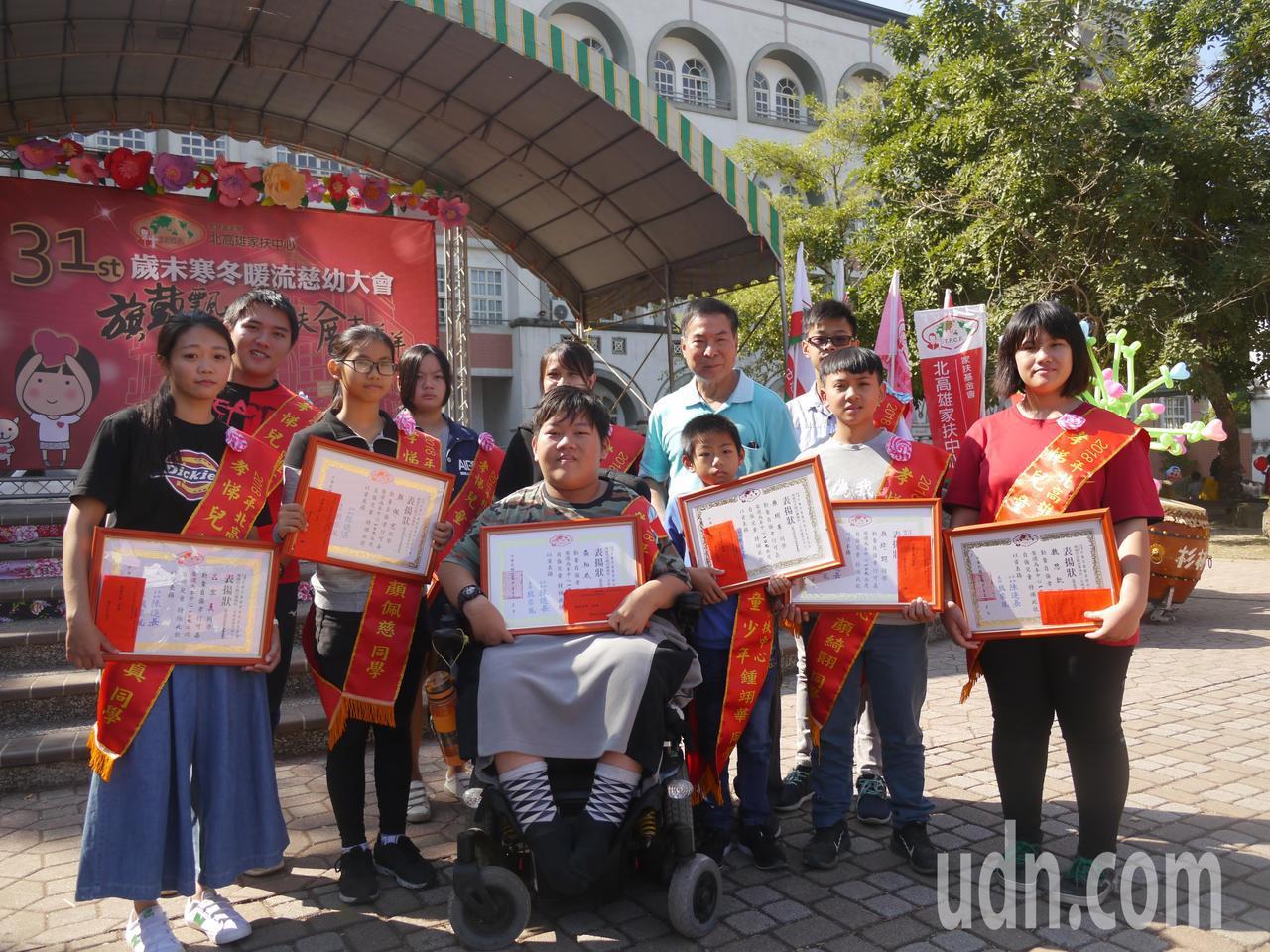 家扶中心表揚十位孝悌楷模,人人都是在逆境中長大的孩子。記者徐白櫻/攝影