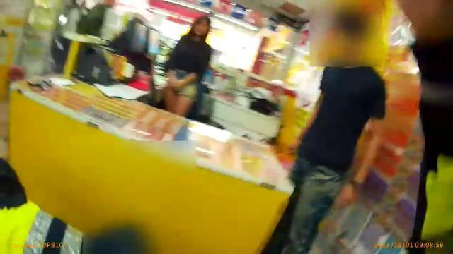 陳姓男子因彩券行女店員(左)外型亮麗,多次前往購買彩券。記者袁志豪/翻攝