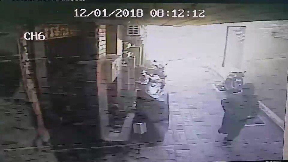 蔡姓男子涉嫌在中西區鬆餅店前縱火,今天被警方拘提到案。記者黃宣翰/翻攝
