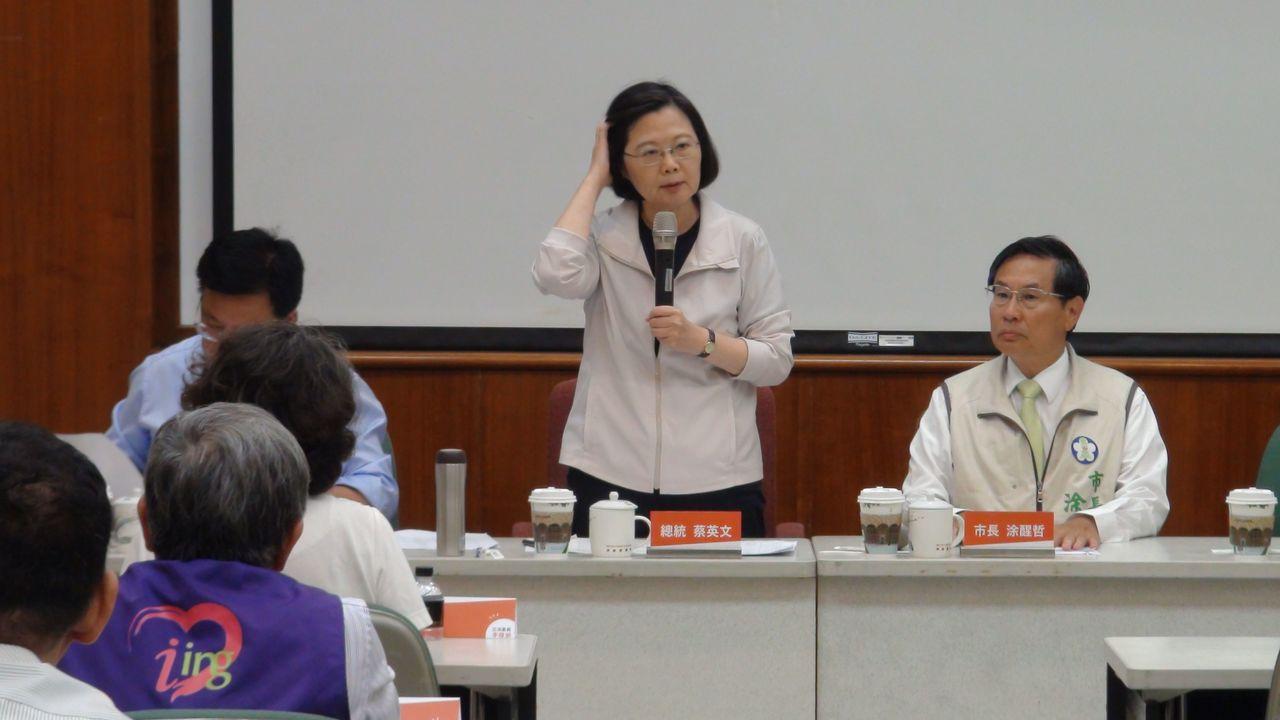 民進黨在九合一選舉慘敗,拚連任的嘉義市長涂醒哲以2302票些微差距,輸給國民黨對...