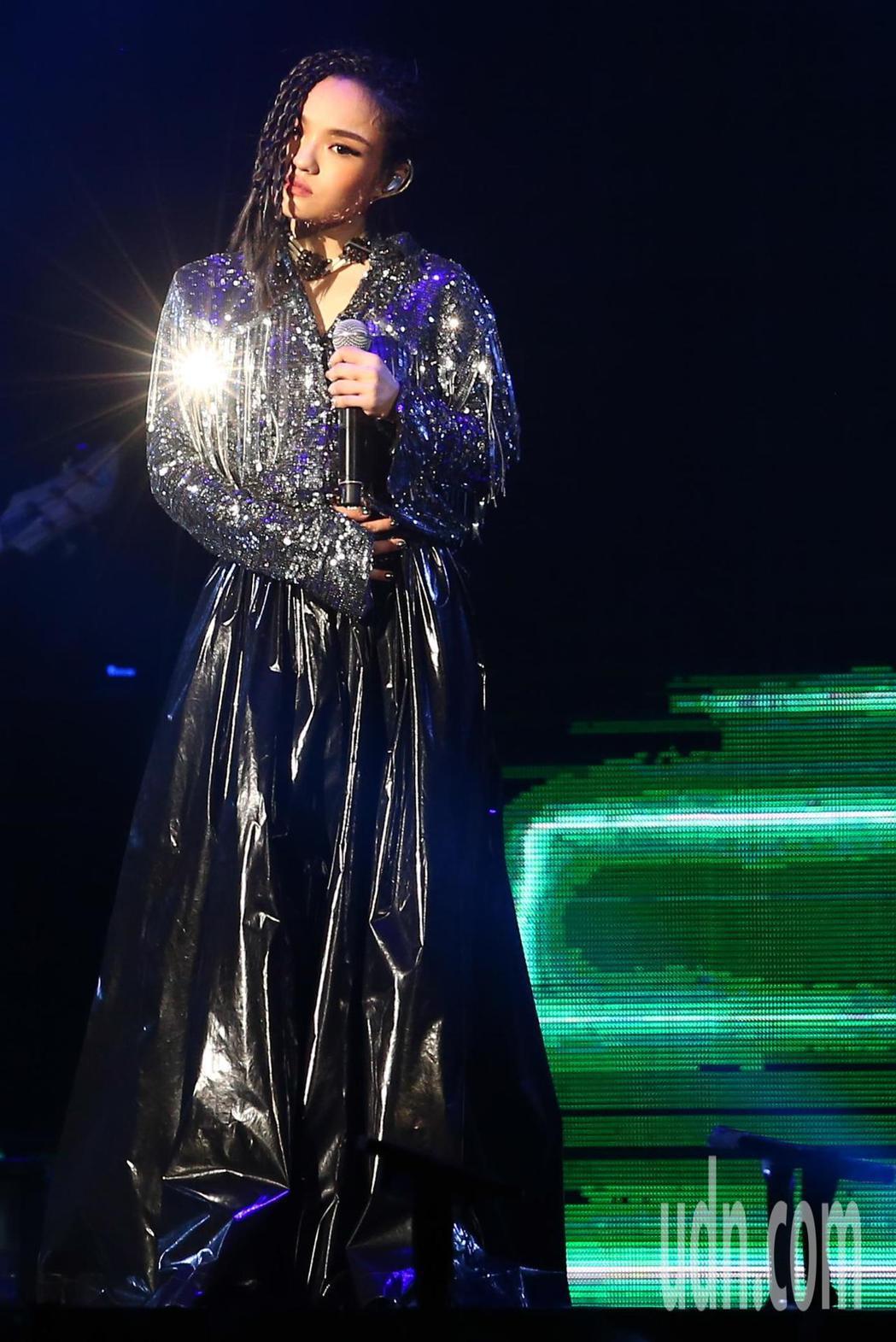 金曲歌后徐佳瑩下午在小巨蛋繼續開唱,連續兩天舉辦《2018是日救星旗艦返航版》演
