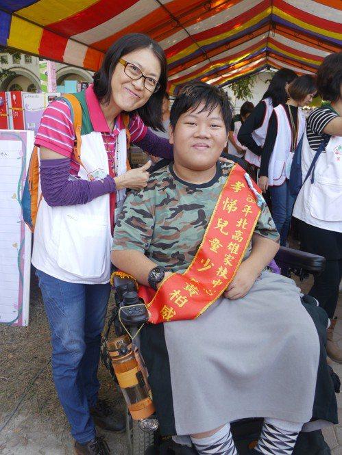 黃柏威自幼罹患罕見疾病,不因身體殘疾放棄築夢。記者徐白櫻/攝影