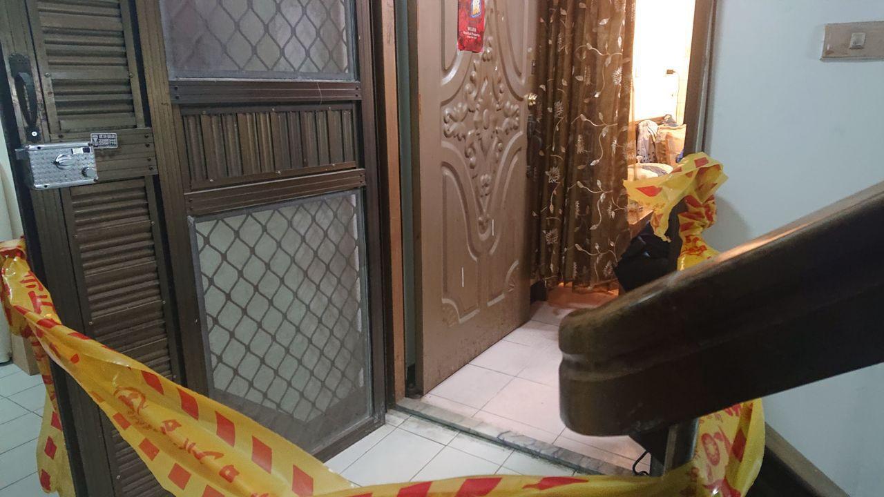 台南市北區北忠街發生殺人命案,警方封鎖現場採證。記者黃宣翰/翻攝