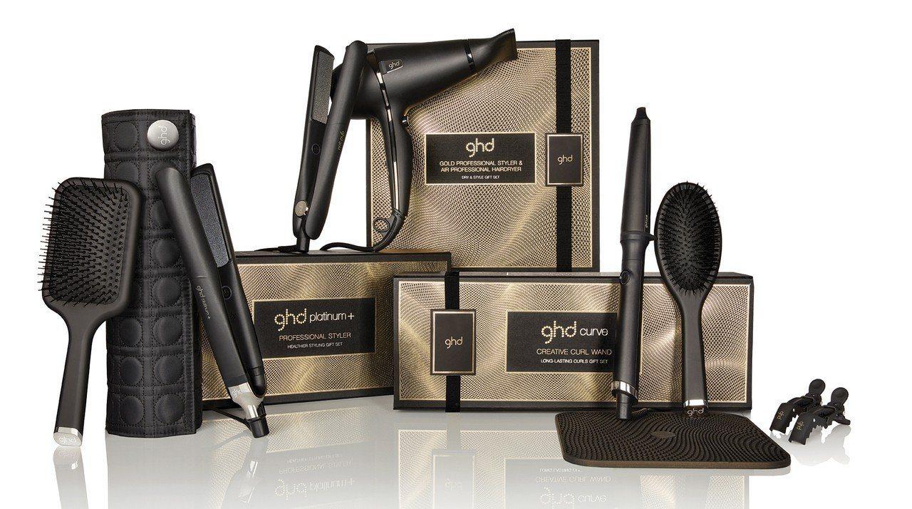 今年ghd耶誕限定版禮盒共推出4款,每款皆包含專業造型工具搭配限定款造型配件。圖...