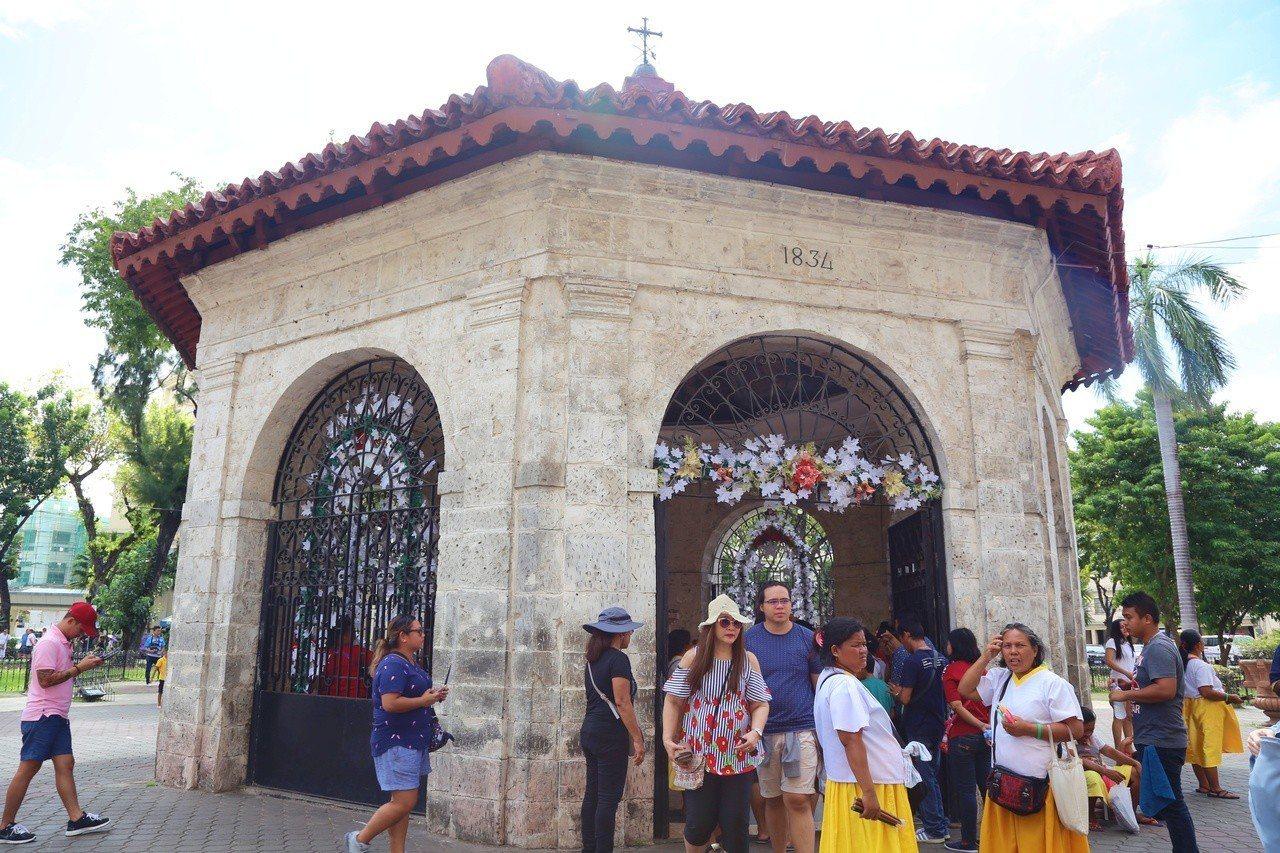 麥哲倫十字架建立於1521年,以紀念麥哲倫成功傳教的歷史,現今成為知名古蹟。記者...