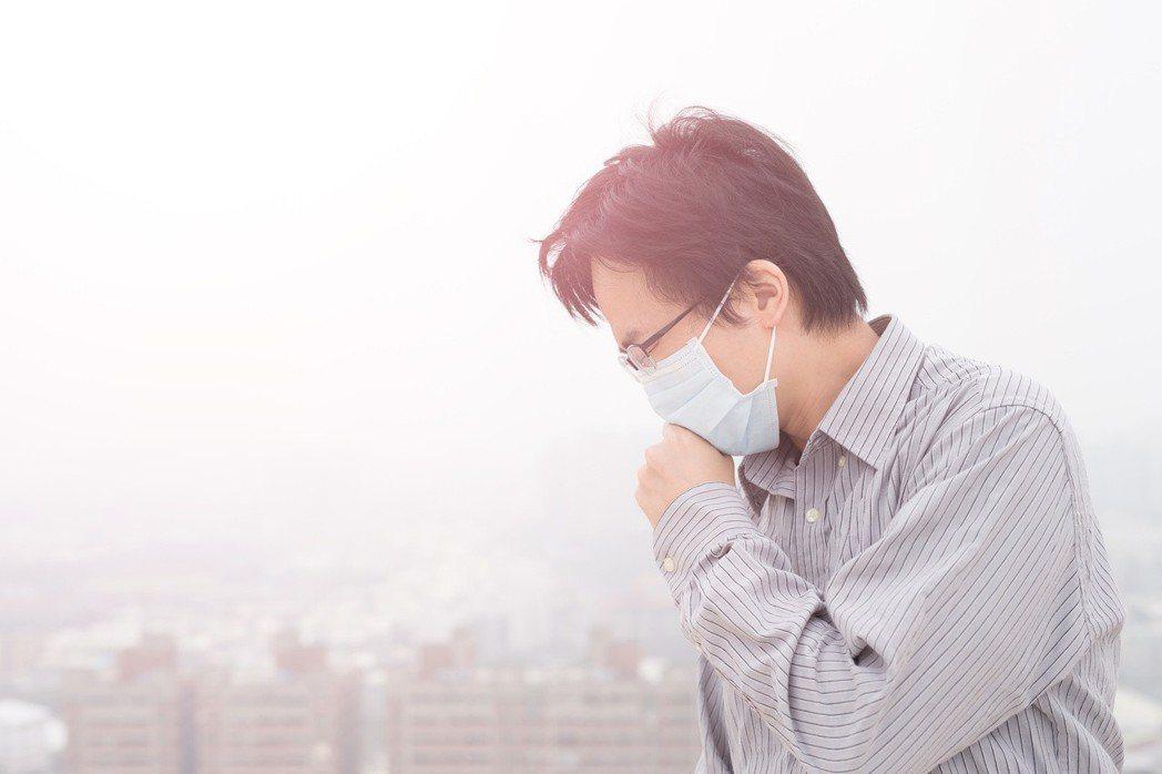 肺阻塞患者外出戴口罩,接種疫苗,避免感染。 圖/123RF
