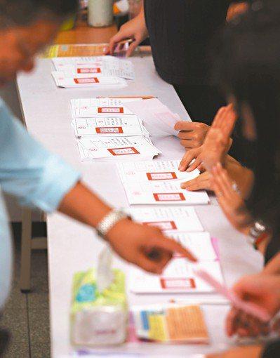 選舉結果出爐後,對於十項公投案是否影響各政黨選情,朝野和學者看法不一。 圖/聯合...