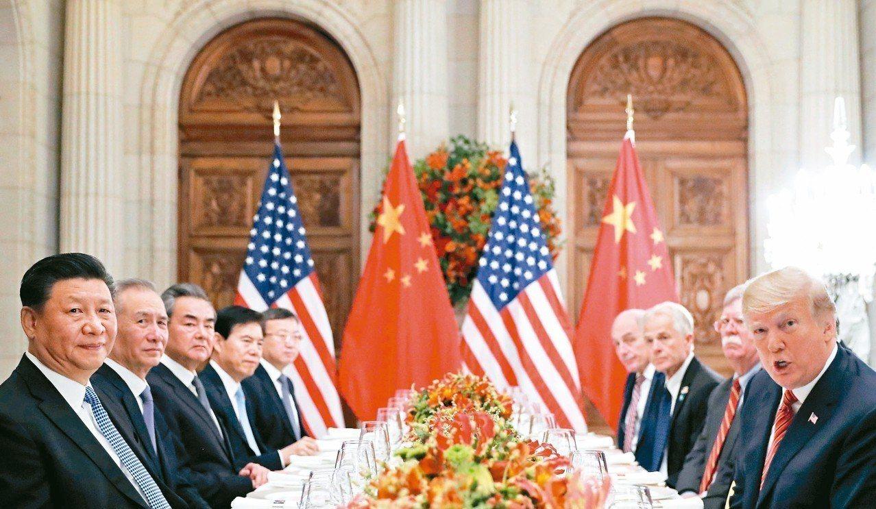 美國總統川普(右一)與大陸國家主席習近平(左一)一日在廿國集團阿根廷峰會結束後共...