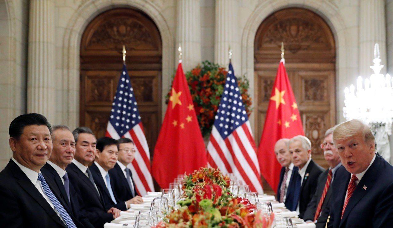 美國總統川普(右一)與大陸國家主席習近平(左一)1日在20國集團阿根廷峰會結束後...