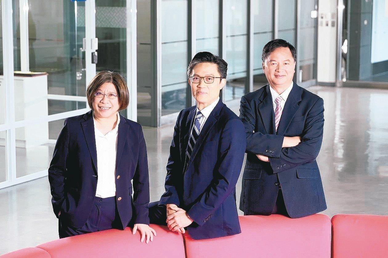 行動基因三位共同創辦人,包括技術長陳淑貞、營運長薛博仁(左起)、董事長暨執行長陳...