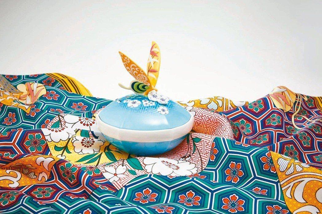 蝶舞風華絲巾有蓋盒組。 圖/何秀玲、法藍瓷