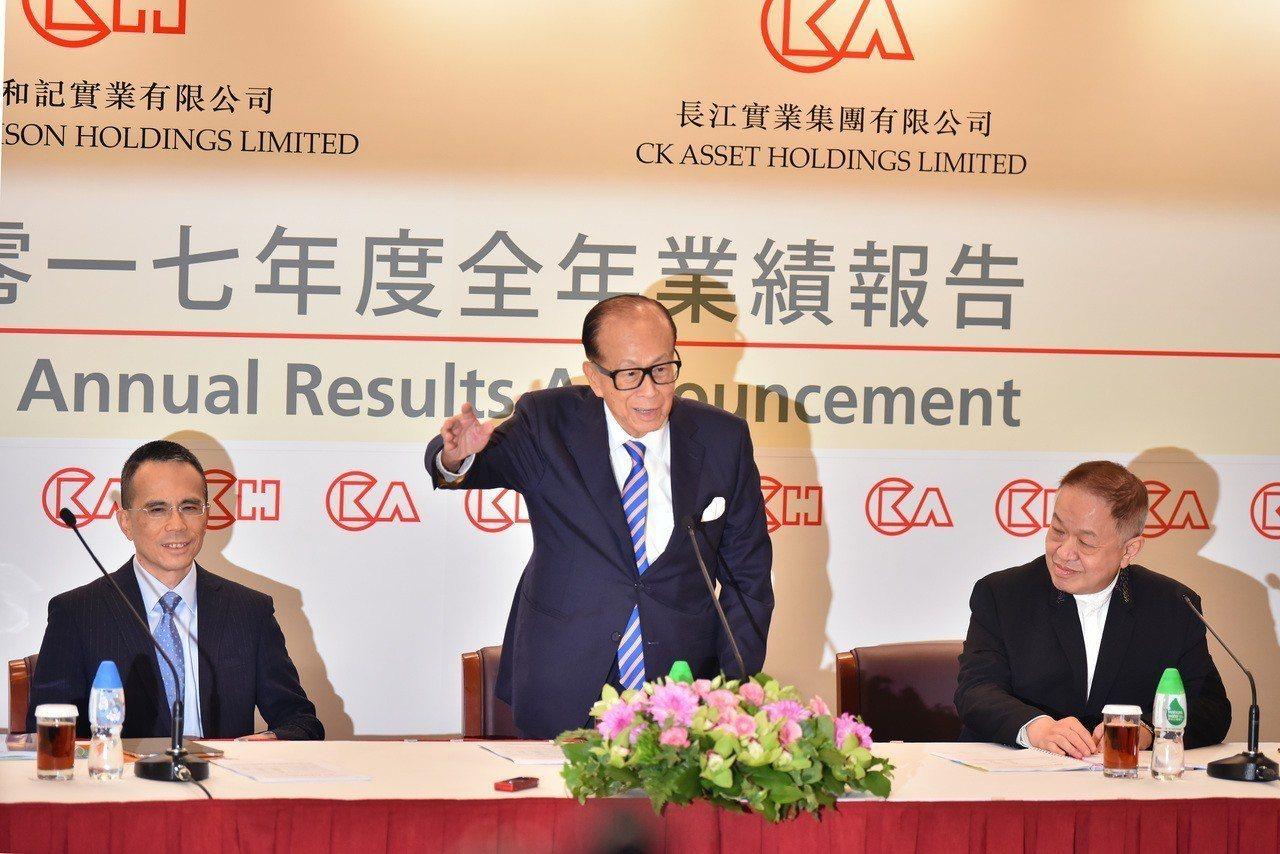 李嘉誠8年拋售3000億資產幾乎賣掉一個「香港首富」。新華社