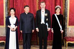 習近平穿中山裝亮相西班牙晚會 與傳媒大亨有關?