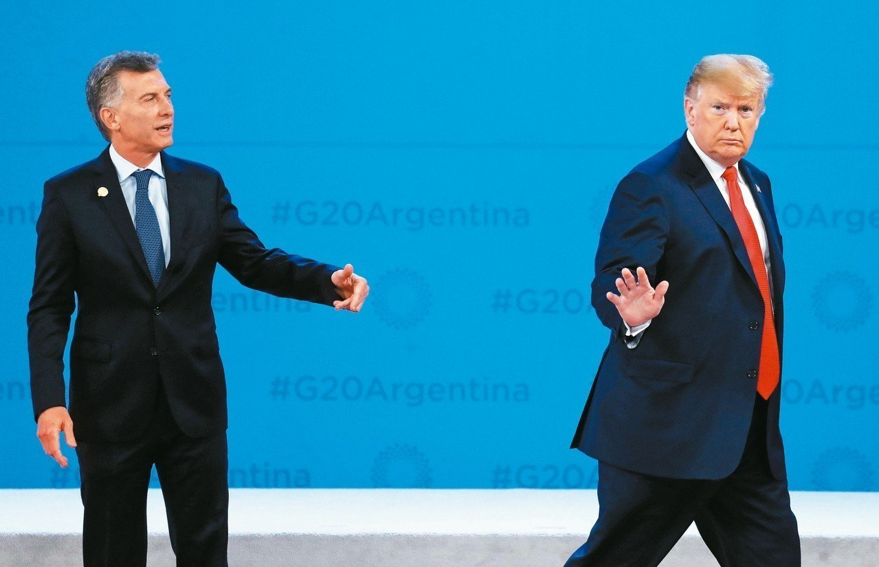 阿根廷總統馬克里上月30日在G20活動中,遭美國總統川普突然離開舞台。 路透
