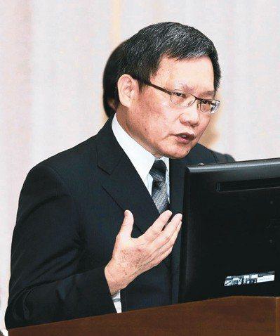 財政部長蘇建榮表示,相關部會正研議海外資金匯回專法方案,在三個月內出爐沒有問題。...