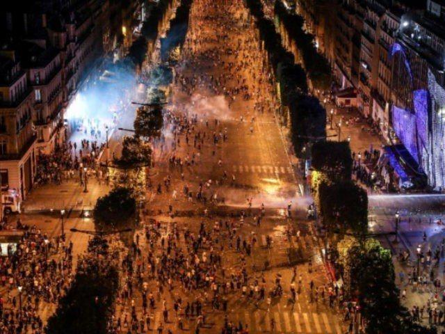 巴黎1日街頭宛如戰場。 法新社
