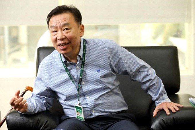 成霖企業董事長歐陽明是台灣隱形冠軍的典範,如今他擔憂台灣聚落分工、快速反應的供應...