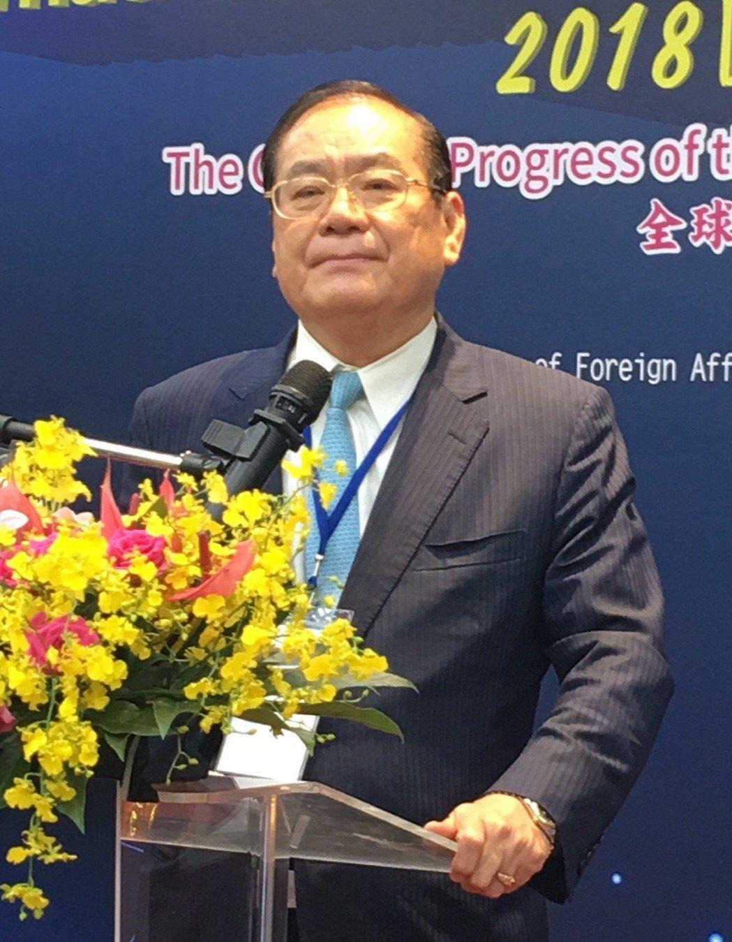 世盟中華民國總會理事長曾永權在論壇開幕式上致詞。
