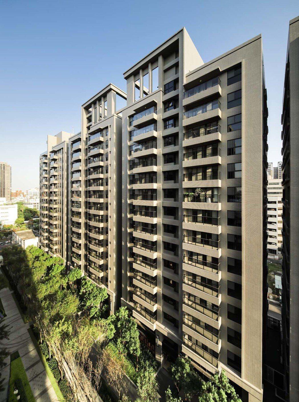 「新都廳2」面中庭格局,中低樓層可享窗景綠意。