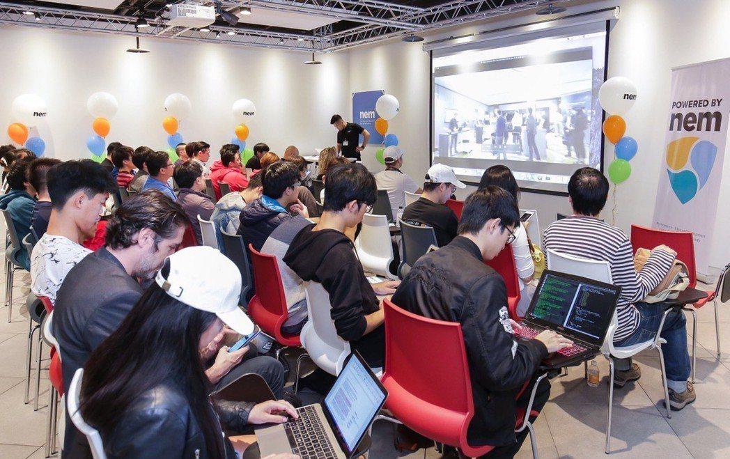 NEMbers於1日台北技術交流論壇現場,參與者中不乏台大、清大學生。  NEM...