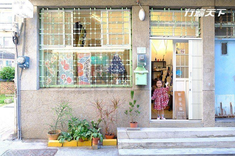 小店所在一棟擁有美麗鐵花窗的老屋。  攝影|行遍天下