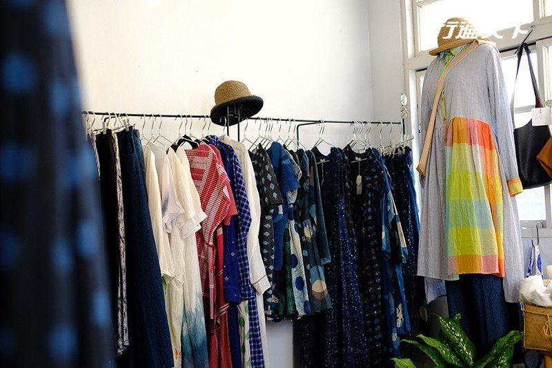 來自寮國與印度的天然織品服飾。  攝影|行遍天下